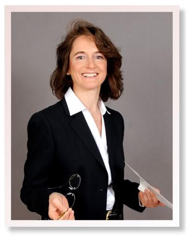 Portrait Dr Claudia Arnold