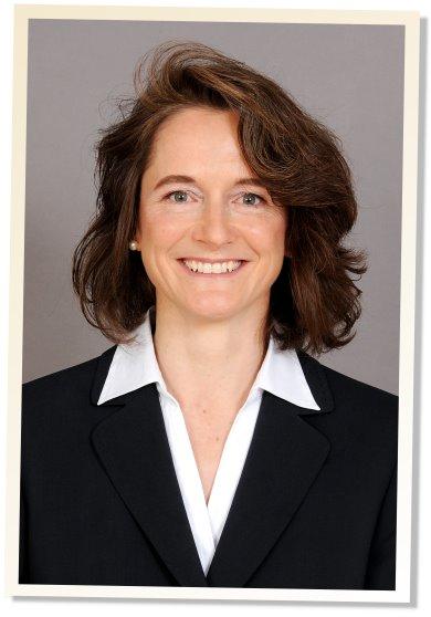 Dr. Claudia Arnold